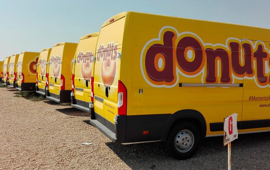 Flota de furgonetas rotuladas Donuts
