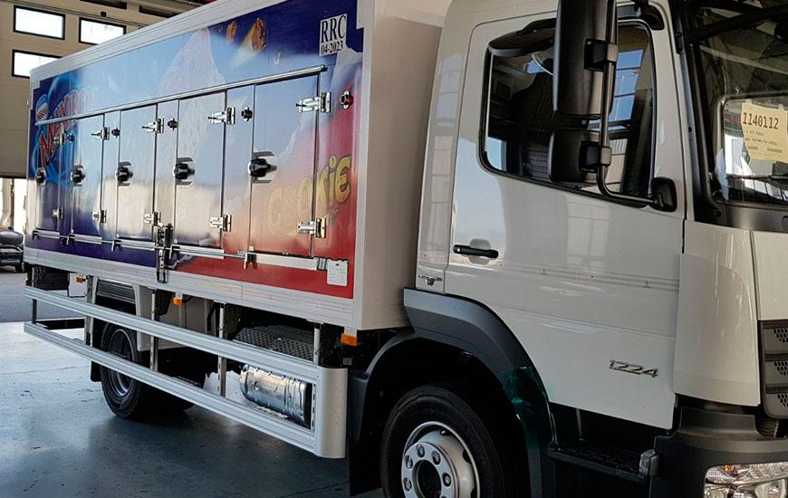 Camión Nestlé rotulado