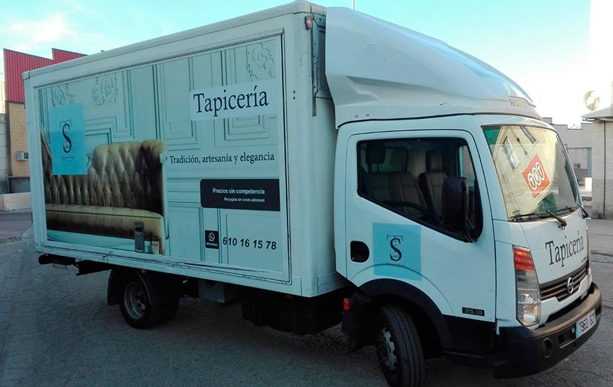 Camión tapicería rotulado