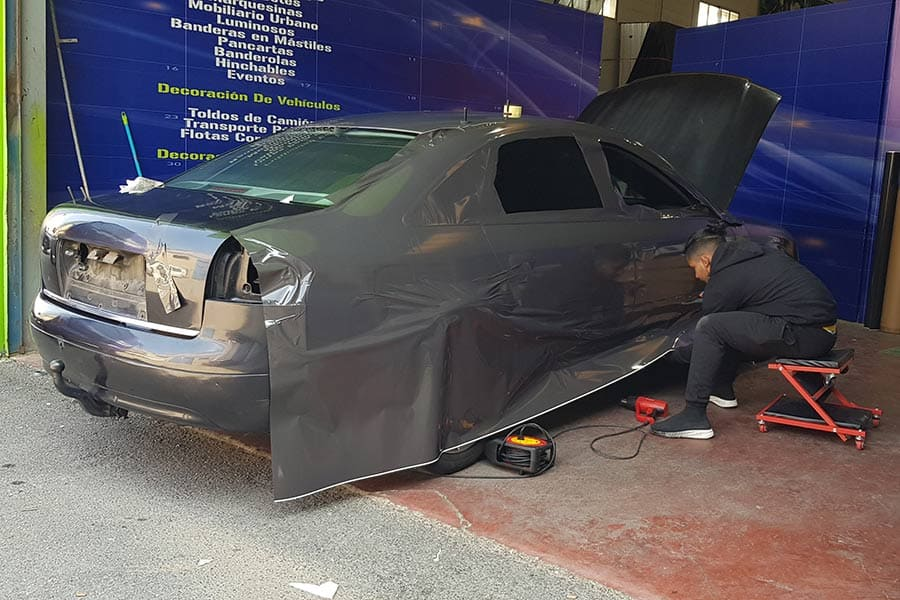 Instalando vinilo de fundición en Audi