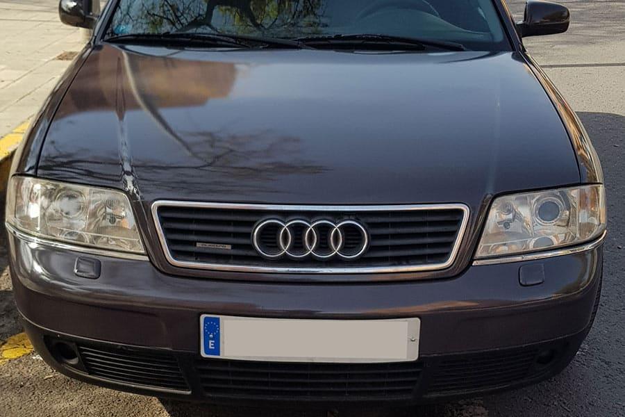 Capó de Audi con vinilo de fundición