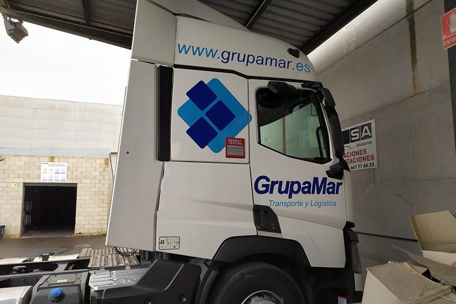 Rotulación parcial camión Grupamar