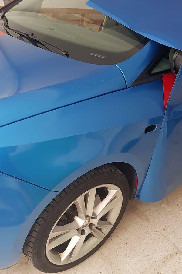 Parte delantera de coche con rotulación integral