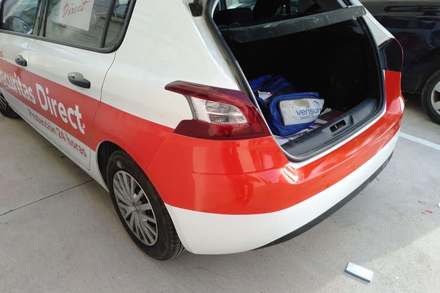 Rotulación parcial en coche detalle esquina izquierda paragolpes