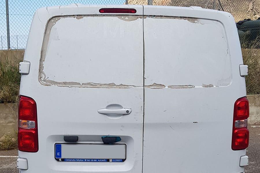 Parte trasera de furgoneta Postiguet para desrotular