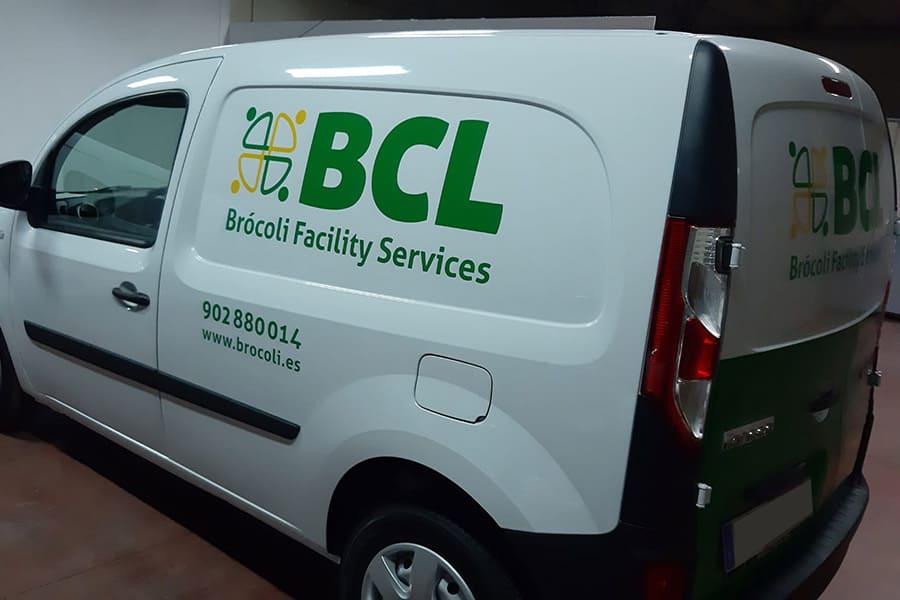 Instalación de vinilo de corte en furgoneta de BCL