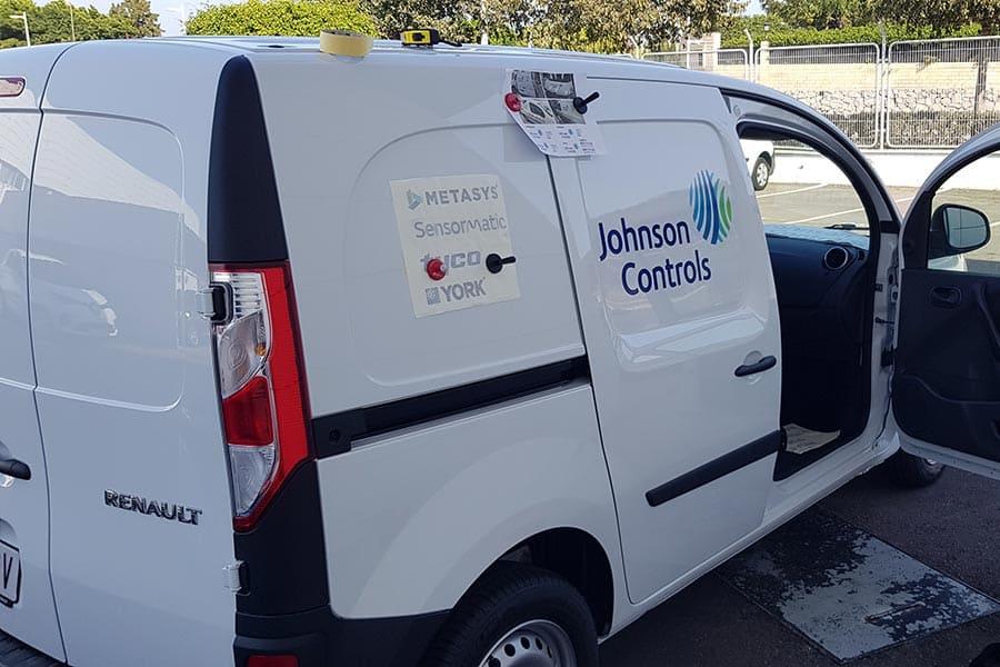 Instalación de vinilo de corte en furgoneta de Johnson Controls